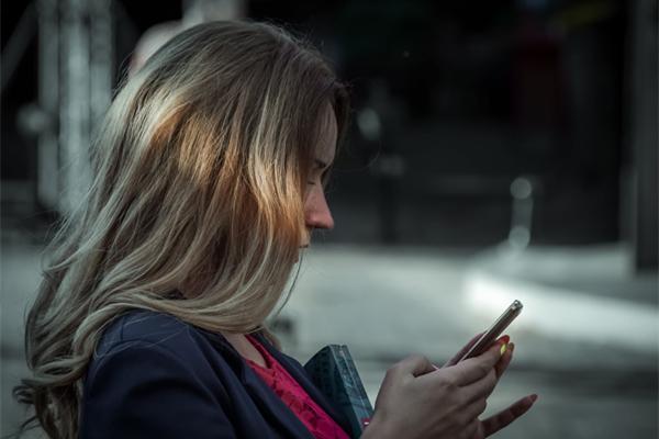 初次跟女生微信怎么聊天,第一句说什么?
