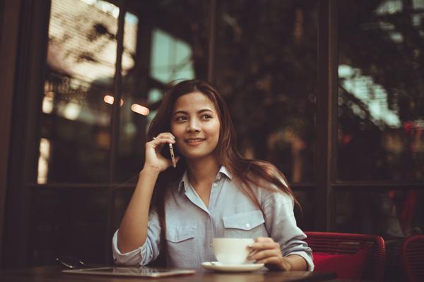 晚上睡前给女孩打电话说什么,怎么找话题聊天?