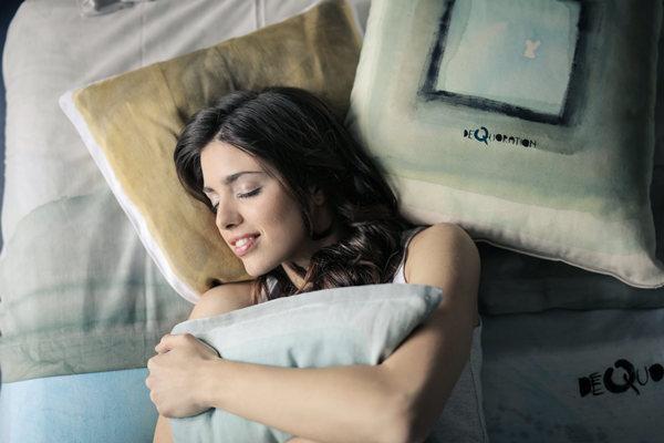 """女生说""""困了,我想睡觉了""""怎么回答?(教你高情商套路回答)"""