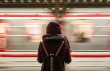 高铁上遇到一个女孩如何认识?如何巧妙加微信号