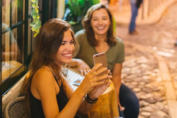 聊天时怎样逗女孩子开心?教你3个屡试不爽的小套路(收藏备用)!