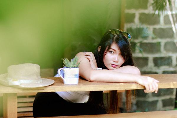 我暗恋的女生失恋了,她很伤心,我该怎么安慰?