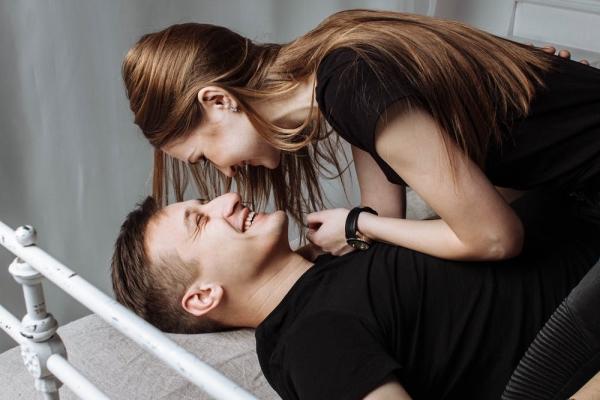 女孩说腰酸背痛,直男们学学高情商回答