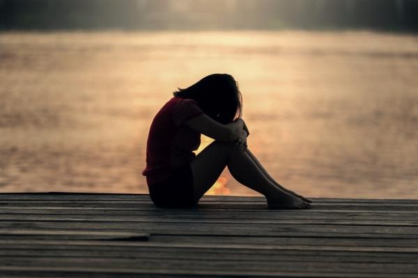在女生还没有走出失恋的痛苦,不要只是默默陪伴!