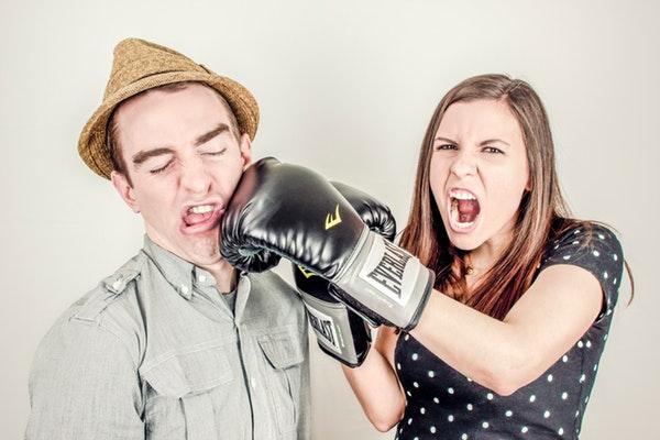 直男癌是什么意思?让女生深恶痛绝的六大特征!