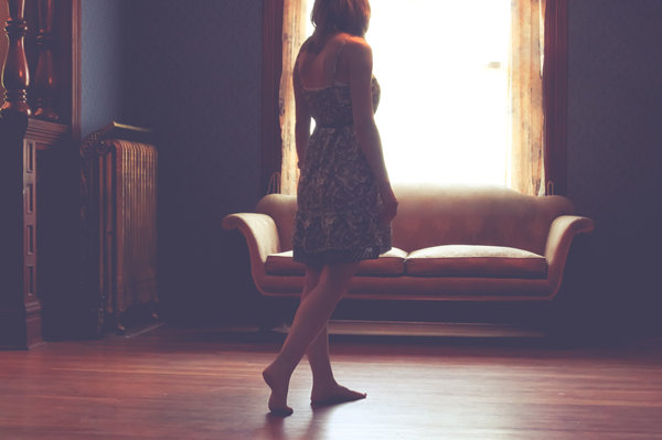 """聊天中怎么让女生更喜欢自己?掌握""""脆弱面"""",成为她最爱的男人"""