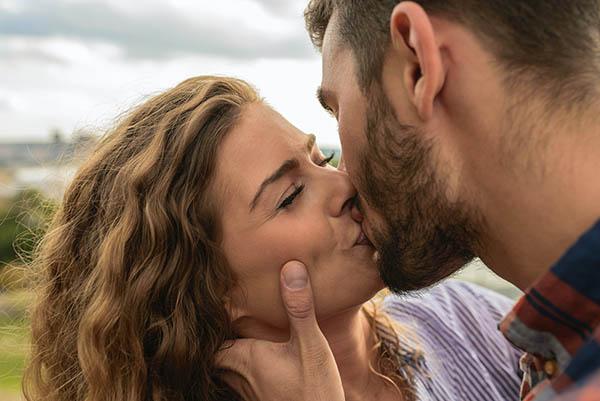 女生是否喜欢一个男生的生理表现